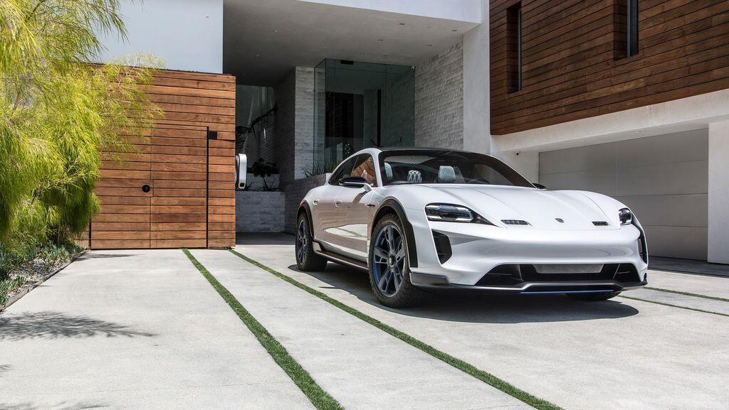 Xe điện Porsche Taycan có 3 biến thể: cơ sở, 4S và Turbo, giá từ 2,1 tỷ VNĐ - Hình 2