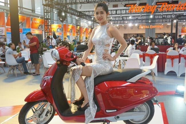 Xe ga Việt VinFast Klara khoe sắc lung linh tại Vietnam AutoExpo 2019 - Hình 13