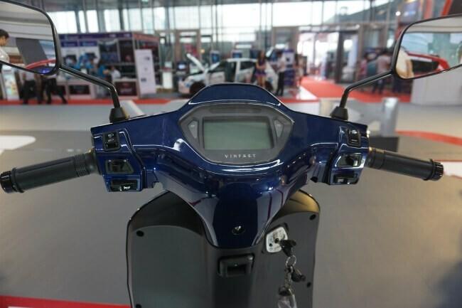 Xe ga Việt VinFast Klara khoe sắc lung linh tại Vietnam AutoExpo 2019 - Hình 6