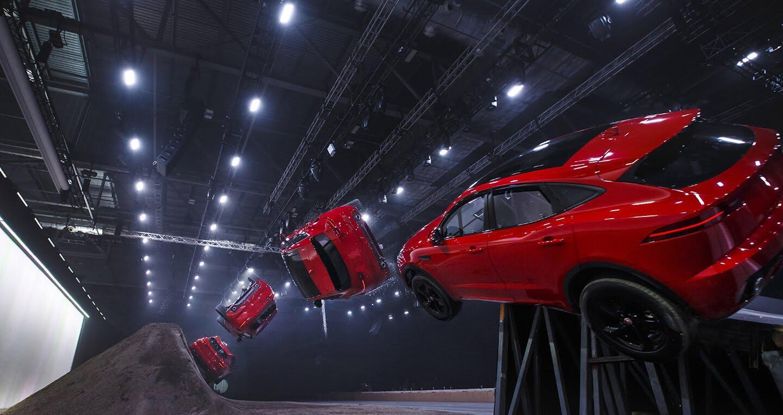 Xe Jaguar mới phá kỷ lục Guinness khi bay xa 15,3m - Hình 1