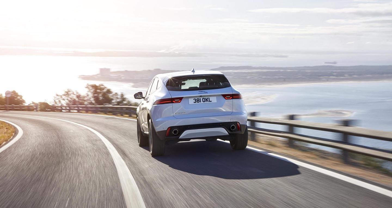 Xe Jaguar mới phá kỷ lục Guinness khi bay xa 15,3m - Hình 8
