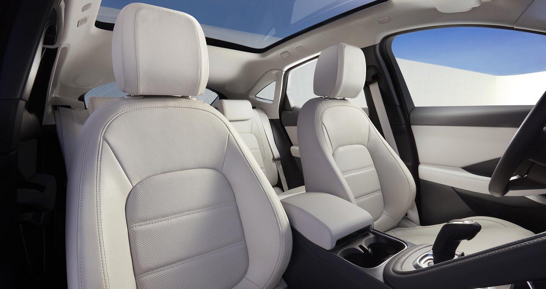 Xe Jaguar mới phá kỷ lục Guinness khi bay xa 15,3m - Hình 10