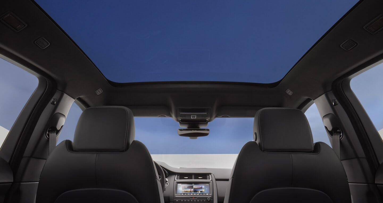 Xe Jaguar mới phá kỷ lục Guinness khi bay xa 15,3m - Hình 11