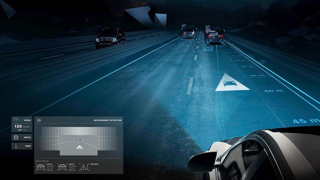 Xe Mercedes dùng đèn pha giao tiếp với người đi đường - Hình 4