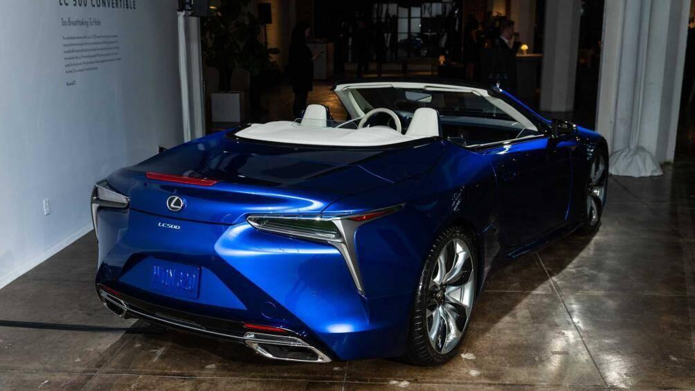 xe-mui-tran-lexus-lc-500-convertible-2021-co-gia-ban-2-3-ty-dong-tai-my