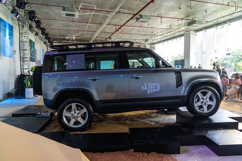 xe-off-road-cua-nguoi-giau-land-rover-defender-all-new-ra-mat-khach-hang-viet-gia-tu-3-855-ty-dong