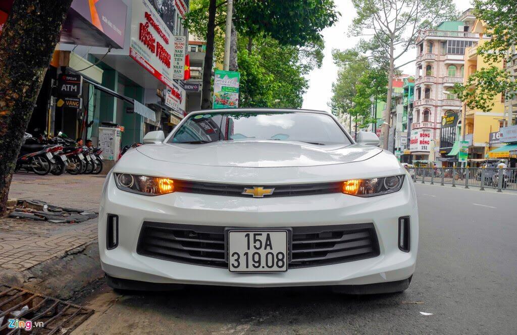 Xe thể thao Chevrolet Camaro 2017 đầu tiên trên đường Sài Gòn - Hình 1