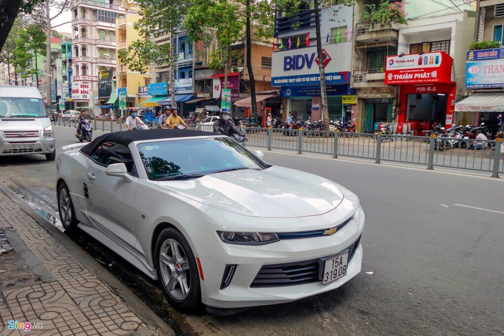 Xe thể thao Chevrolet Camaro 2017 đầu tiên trên đường Sài Gòn - Hình 2