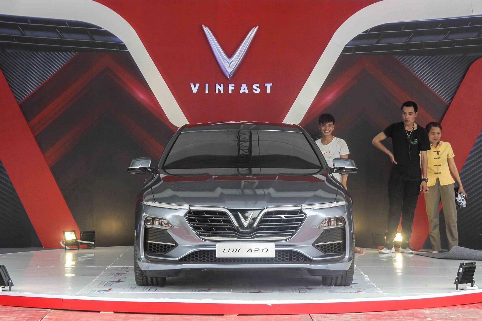 xe-vinfast-gop-mat-tai-trien-lam-ton-vinh-hang-viet-nam-1.jpg