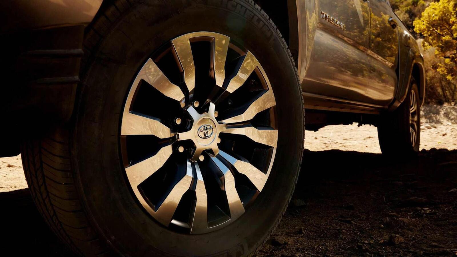 Xem trước bán tải Toyota Tacoma 2020 mới trước ngày ra mắt đối thủ đáng gờm của Ford Ranger - Hình 11