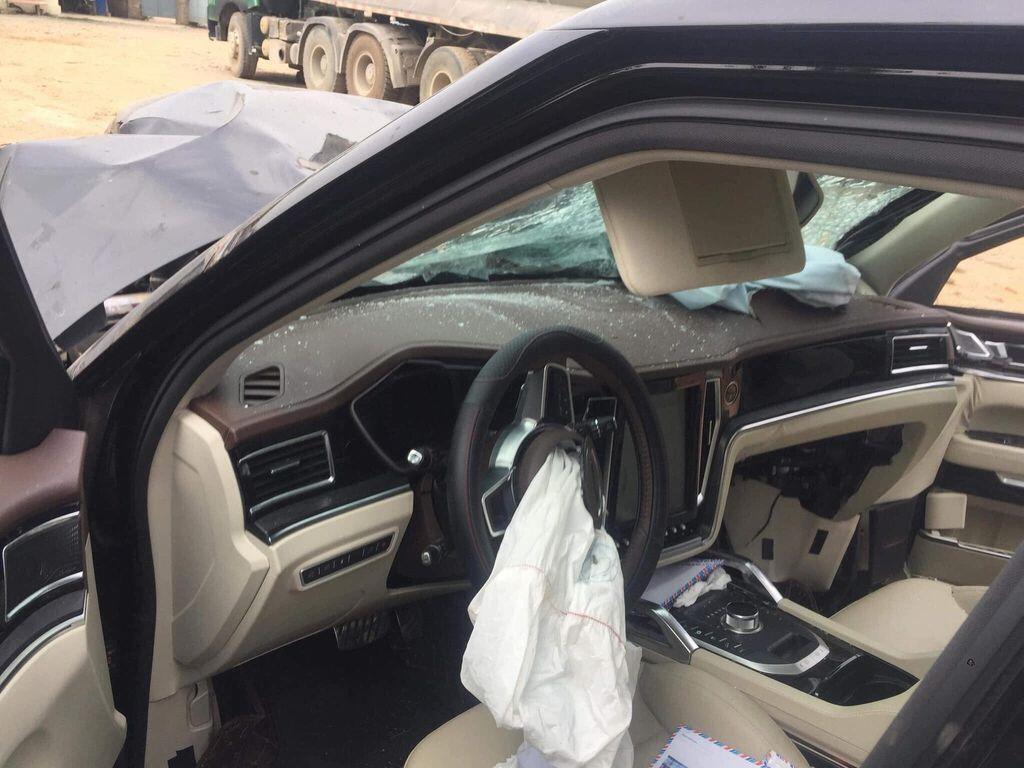 """Zotye Z8 tai nạn """"nát bét"""" đầu xe, 2 người trên xe bình an vô sự - Hình 3"""