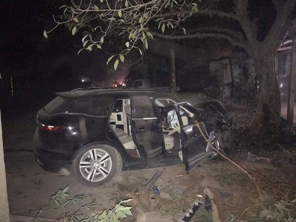 """Zotye Z8 tai nạn """"nát bét"""" đầu xe, 2 người trên xe bình an vô sự - Hình 4"""